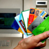 Ahorrar en gastos bancarios ¿efectivo o tarjeta?