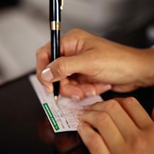 Cómo ahorrar en tus gastos bancarios: revisar los productos y negociar